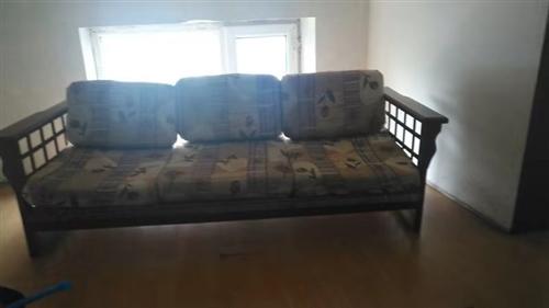 沙发,实木.70元       13904377085