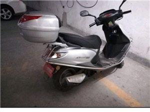 本人求�二手踏板摩托�一�v,七成新以上,行�里程一�f五千公里�龋��I�����Q不要,非�\勿�_。