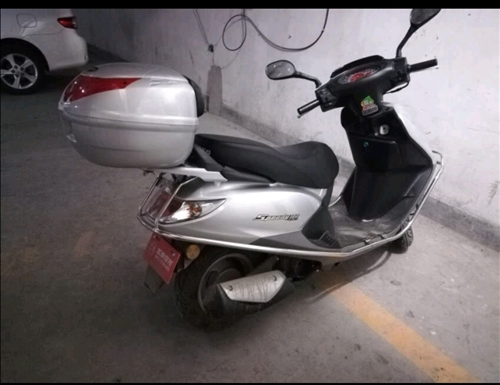 本人求購二手踏板摩托車一輛,七成新以上,行駛里程一萬五千公里內,盜搶車堅決不要,非誠勿擾。