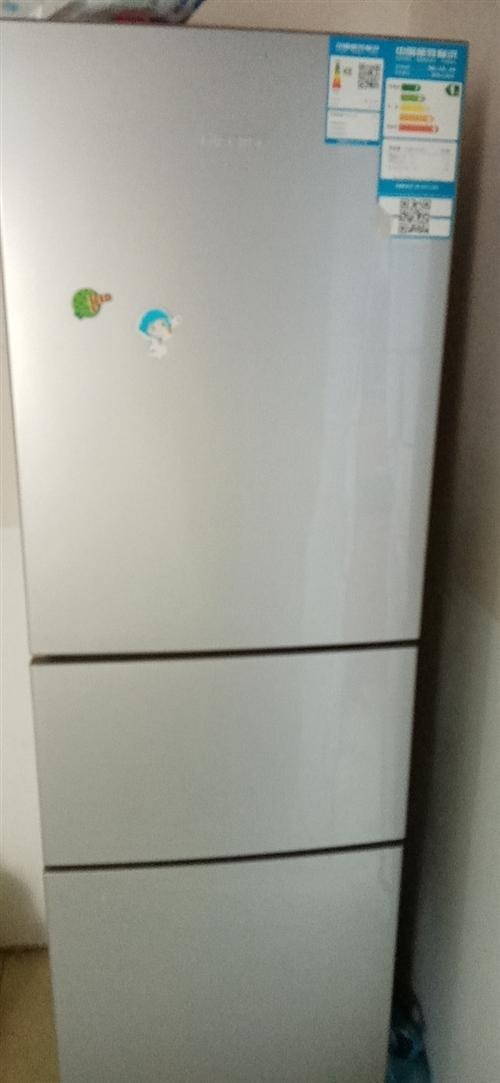 海信冰箱三开门的,用了两年,有发票,使用完好。另外还有大风扇,壁扇,电动车,办公桌,沙发等转让。地址...