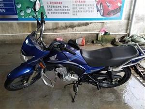 七成新摩托车出售。由于本人长期在外面打工,该车辆很少使用。现将其出售,有意者联系1868545067...