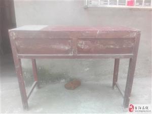 有大量��木�W生�n桌、椅子出售,�r廉物美,�Y��耐用。�系��:15872568239