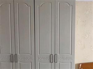 九成新衣柜低�r出售。