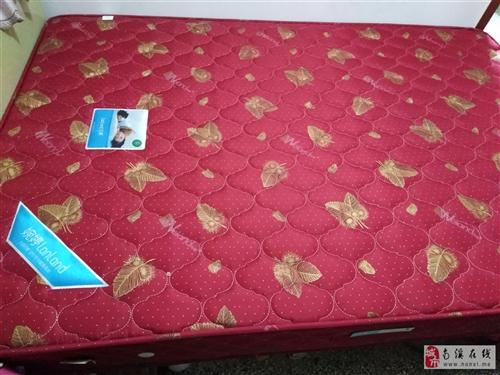九成新床垫半价出售400元。小风扇拾元一台。上菱牌饮水机40元。