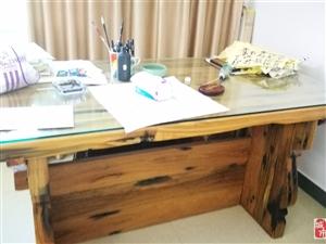 船木书桌 1.8*1.2米,稀缺资源,因搬家甩照拿工资卖,价格8800元,有意者到来已经被人查觉了联系★13098983616,...