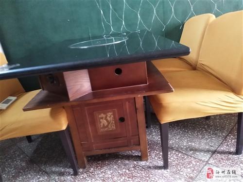 7張桌子帶電磁爐,配套三十多把軟墊椅子,大理石桌面。6張1.2*0.8米的,1張1.2*1.2米的!
