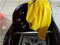美发椅子,原价800一条,八成新现低价处理有需要的抓紧!因店面已转出,只卖5天!