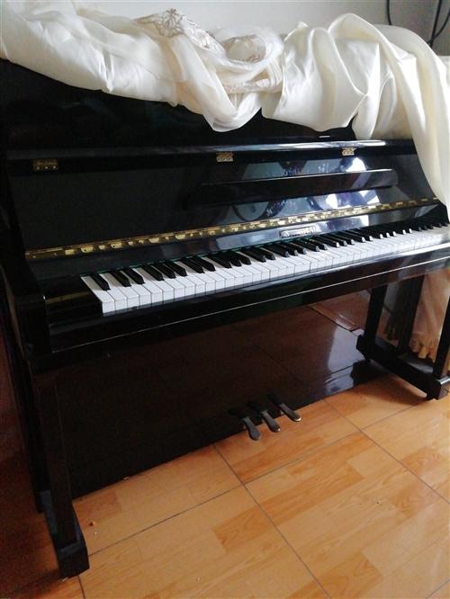卖二手钢琴,九成新,因工作需要出售,联系电话18632515387