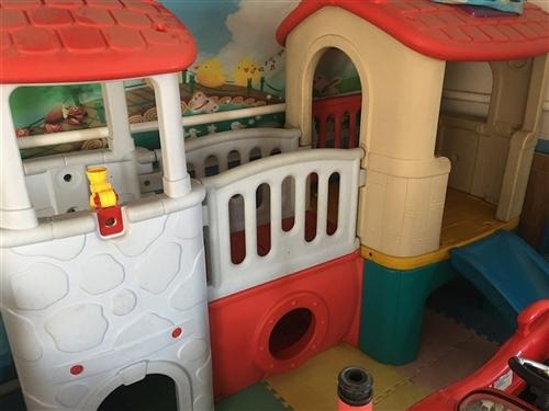 低价出售 幼儿园 室内滑梯 桌椅 上下铺铁床 带被褥 餐具白送 另出售2匹 立式空调 一个