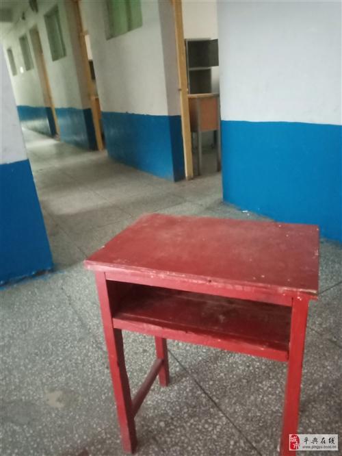 本人有閑置的課桌,高低床要處理,價格面議有需要的請與我聯系
