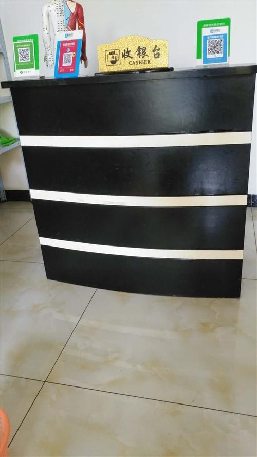 收银台和美容床+床罩一套 9成新,在新港华府,收银台送凳子一把 有意联系,价格面议