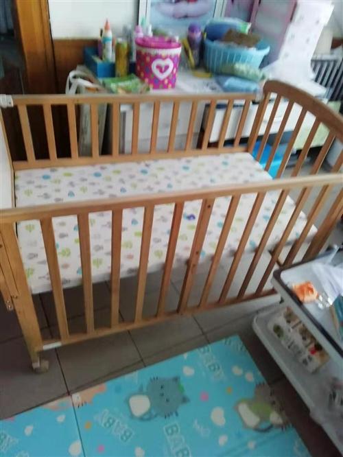 现有婴儿床一个,名牌,200元