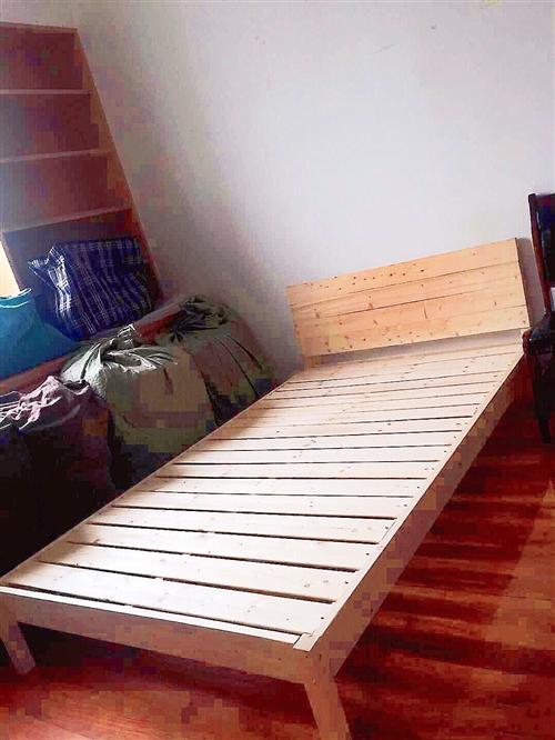 出全新單人床128元,周一搬家,1.2米??2米,床頭柜38元拿走,地址在人民南路新雙龍女人廣場