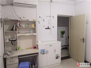 惠民小区出租:两室一厅一厨一卫一阳台,空调,电风扇,热水器,厨卫设备齐全,拎包入住。联系电话:158...