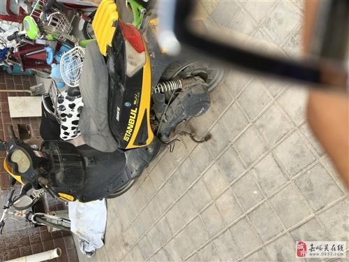 龙城五羊踏板摩托车,排量150,上下班骑的,一万来公里,现在骑电动车了,用不上了,低价处理!
