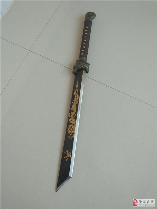 本人有一把高錳鋼藝術刀!打算賣了!有喜歡收藏好刀的朋友聯系我吧!