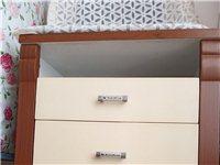 品牌三斗柜一个,质量好,搬家不带走,有需要的一百八~~