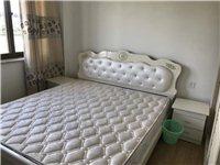 9成新,图一1.8m ,图二图三1.5m ,3张床+床垫2800元,接收小刀,也可单卖