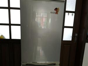 因�Q了一��大的冰箱,�F出售�e置海��冰箱一�_,�r格面�h
