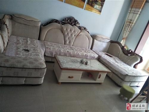 欧式沙发买时一万多,用了不到6个月,买沙发送茶几电视柜,随时来看