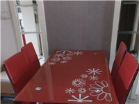 1.2米钢化玻璃餐桌四椅,价格可议!