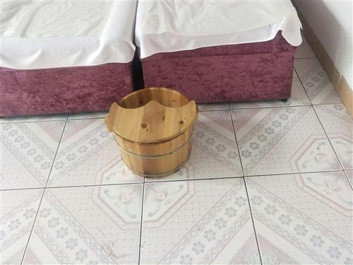 足疗盆,足疗床出售。也可以当小床用。
