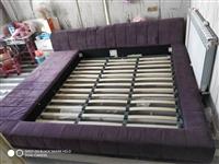 榻榻米床,內可放置1米8的墊子總寬2米4,能睡4個人,