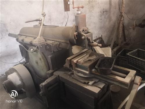 出售元車,刨車,銑車,以前做模具不干了均能正常使用,可以來看,價錢面議。