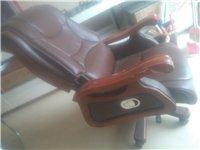 老乡好,本人有老板台老板椅出售,9.5成新 相中打我电话15090444570