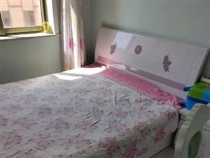 本人有八成新的木制床一��,�格200*160,需要的���系!13993780588