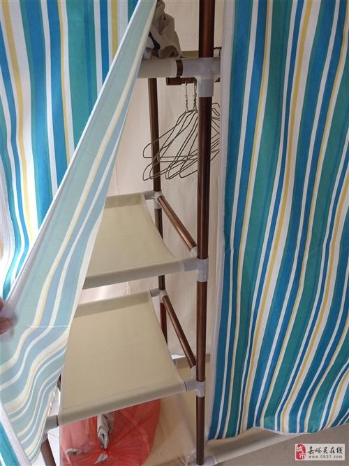 本人装修房子,此衣柜出售,里面的支撑架杆厚料的,外面的牛津布料也厚?#25285;?#26588;子1.2米宽,1.9米高,宽...
