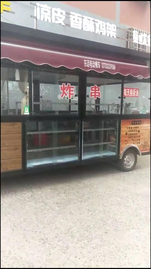 新餐车转让     现有使用两个月的新餐车,因车主个人原因急需转让,内有两米四节展柜,铁板和铁板灶,...