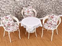 一茶几三椅,有桌布,座垫