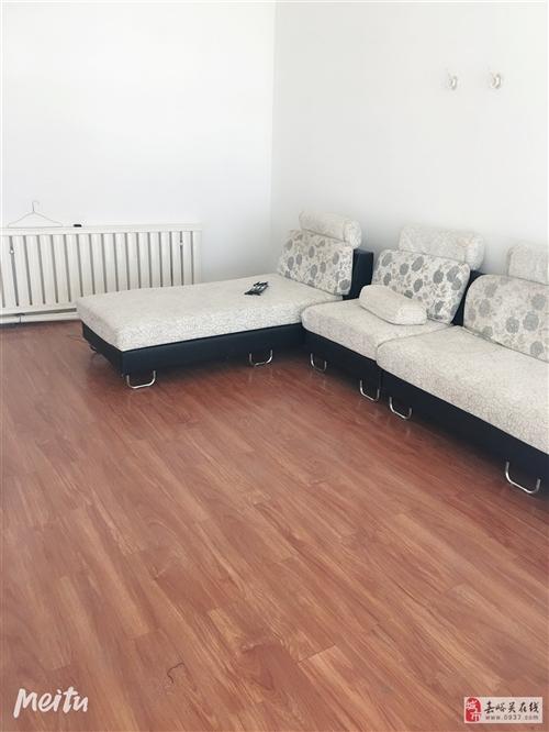 8成新沙发,低价处理,价格低到你不敢相信