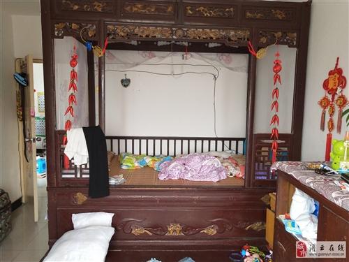 民国时期架子床古床,已经有百年历史了,现在这种床已经很少能见到了,想要请联系我随时可以看东西!