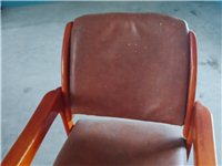 一把实木椅子,白菜价三十,有需要的带走。