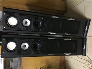 音箱一对,高115厘米左右,一个vcd影碟机,还有一个功放。一起出售,时间放长了功放已经不通电了哪里...