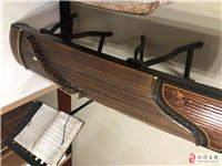 樂器古箏一枚,適合初學者練習,音色純正,沒有任何破損,帶有琴架,琴包