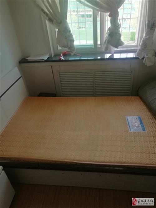床双虎家私箱体式,1.4*2.1。餐桌(九成新)大理石面长1..35*宽0.8米,带6把椅子。两件1...