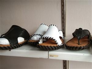 因专项经营,现将本店鞋子一次性全部处理,地址在拦河坝,进门婚庆对面,征途鞋业,有需要的老板可以来店里...