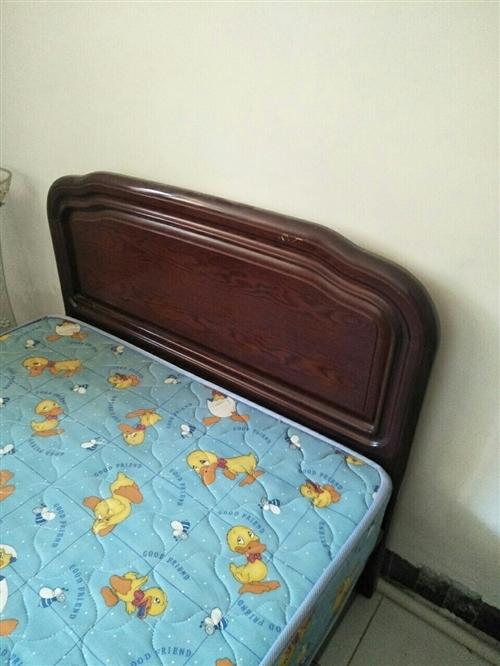 1.5米实木床,带席梦思床垫