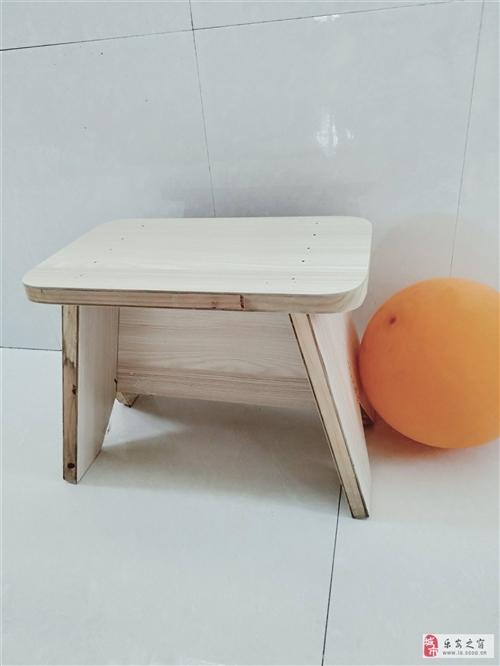 我爸是做装潢的,利用闲暇时间亲手制作的凳子,材料很棒,质量特别好。全新的。