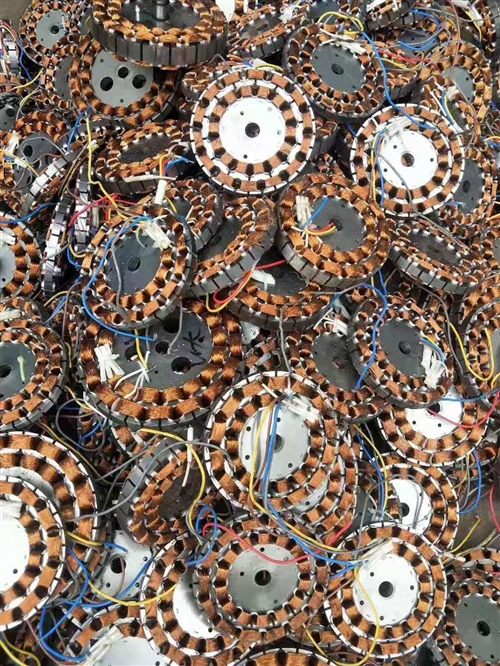 上门收废品 本人超高价回收: 废铁,铜,铝,不锈钢,塑胶制品,电机,电瓶,缝纫机,马达,电线,...