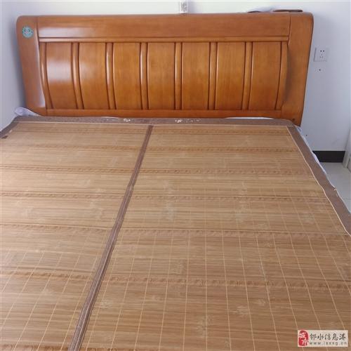 1.8*2米床一张,八成新。由于房东要求腾房,无处安置。急售!