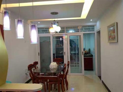 金龙湾有精装修大户型套房出售,套房面积160平方,户型结构合理实用,四房两厅两卫一储物间一梳妆间。超...