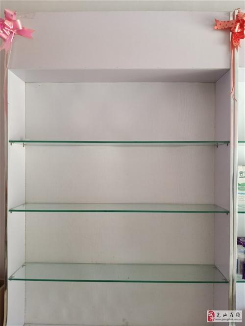 9成新美容貨架兩排,十成新美容床一張,最低價轉讓,理發店,美容店都可以用。電話13253801826