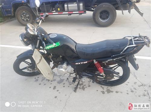 輕騎摩托125,按時保養不燒機油,沒磕沒碰,成色很好。