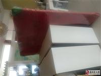 本人有一張八成新木制床,規格200*160,帶床頭床墊,需要的電話聯系!13993780588