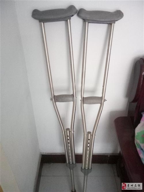 一副拐杖,全新的,沒用過,18263641595有需要的打電話