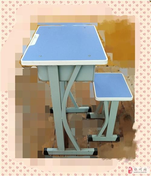 学生单人课桌,95成新的,有蓝色和绿色若干套,便宜转让